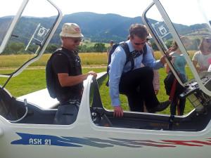 Vorbereitung zu einem Gastflug in der ASK21
