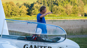 Fluglehrer Nils Wigmann erklärt den Landeanflug