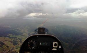 Wertungsflug, Hangfliegen an der Schwarzwaldhangkante bei mäßig gutem Wetter