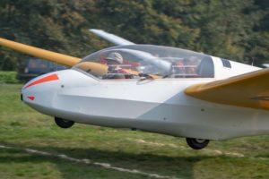 Doppelsitzer ASK 13 bei der Landung