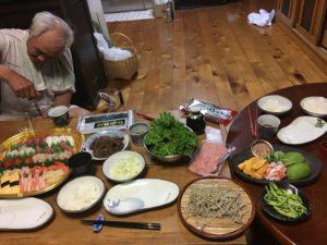 Auch in den Gastfamilien wurden wir auf traditionelle Art beköstigt. Die Vielfalt der Menüs ist erstaunlich